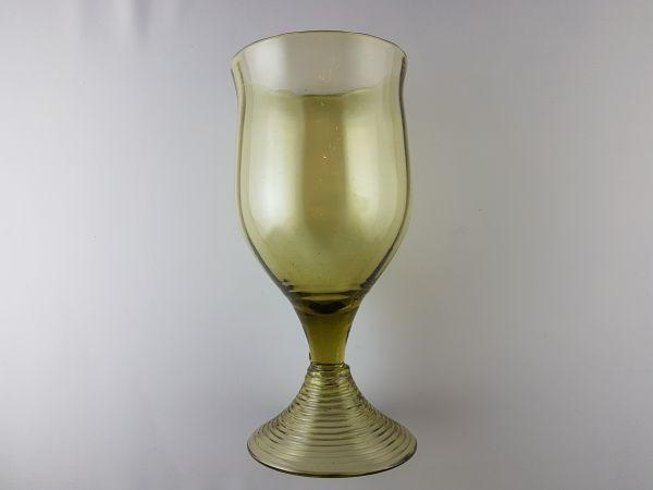 Bauchiger Weinkelch