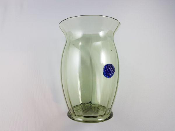 Becher mit blauer Beerennuppe