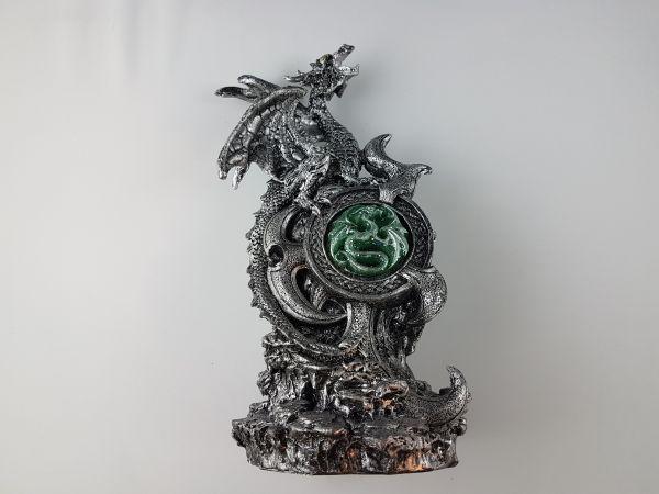 Drachen mit Kristall