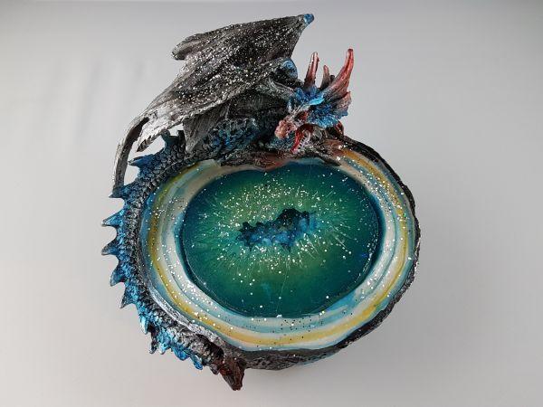 Blauer Drachen auf Orakelbrunnen